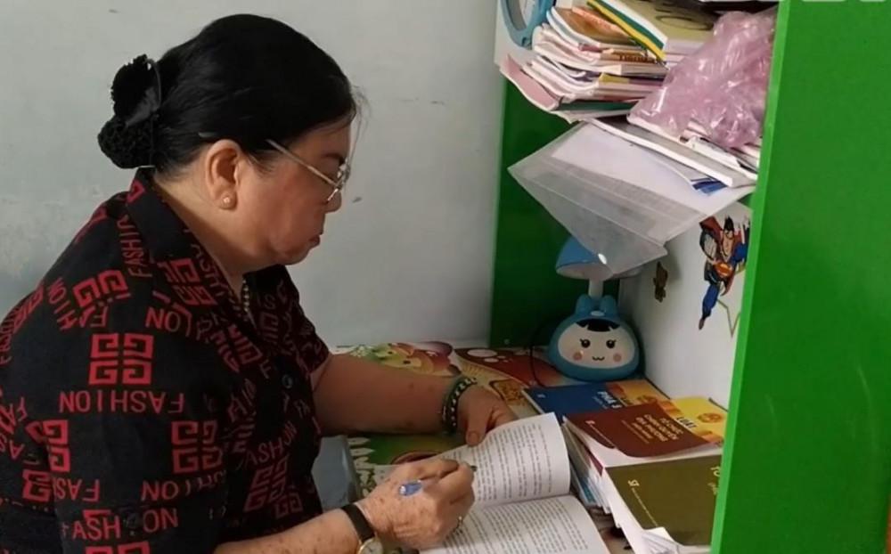Sau những giờ học trên lớp, nữ sinh 65 tuổi vẫn miệt mài tự nghiên cứu thêm