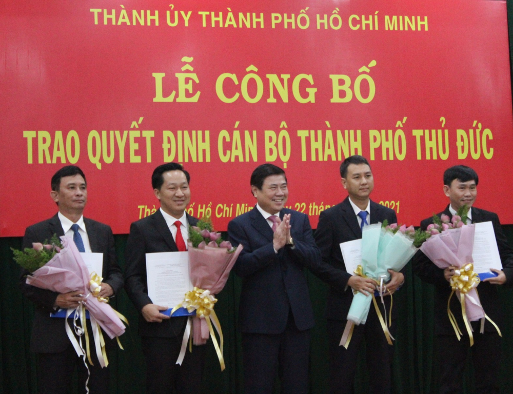 Chủ tịch UBND TPHCM Nguyễn Thành Phong trao quyết định công nhận các chức danh lãnh đạo UBND TP. Thủ Đức