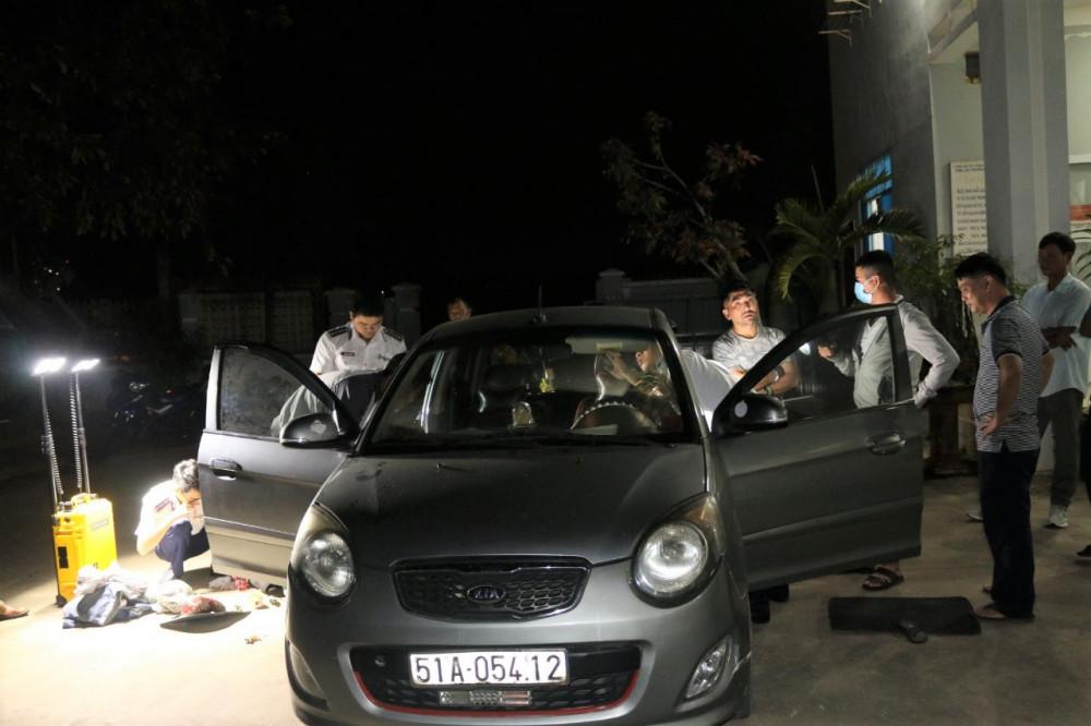 Đối tượng trong đường dây mua bán trái phép chất ma túy cùng chiếc xe ô tô bị lực lượng Đoàn đặc nhiệm bắt giữ