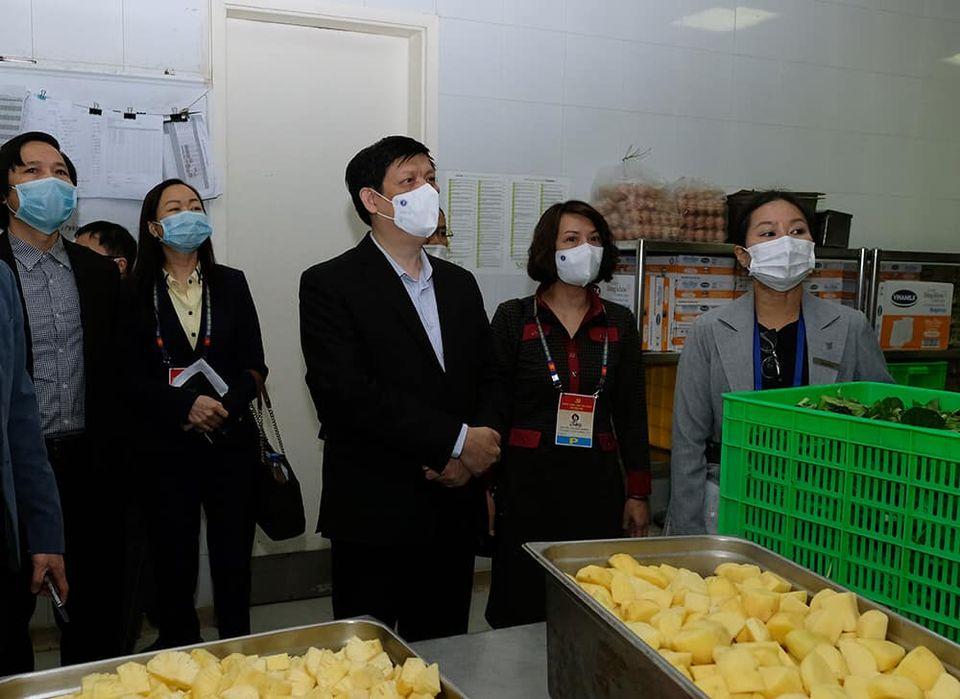 Bộ trưởng Bộ Y tế Nguyễn Thanh Long kiểm tra bếp ăn phục vụ Đại hội XIII