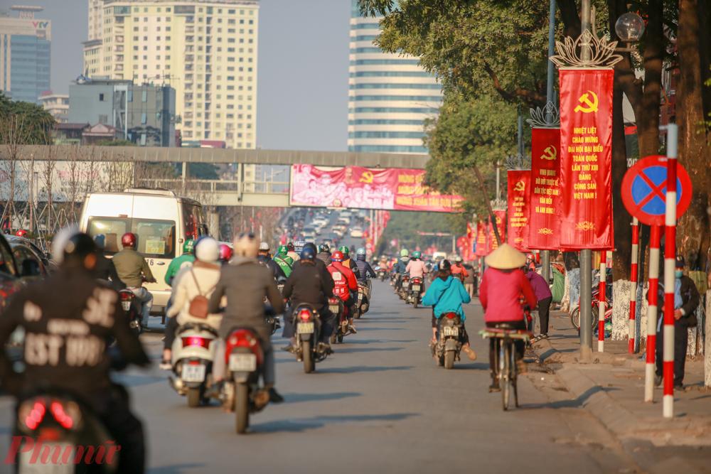 Để đảm bảo an ninh, an toàn, thông suốt phục vụ các hoạt động của Đại hội Đảng, Công an TP. Hà Nội đã đưa ra phương án phân luồng giao thông, tạm cấm hơn 20 tuyến đường.
