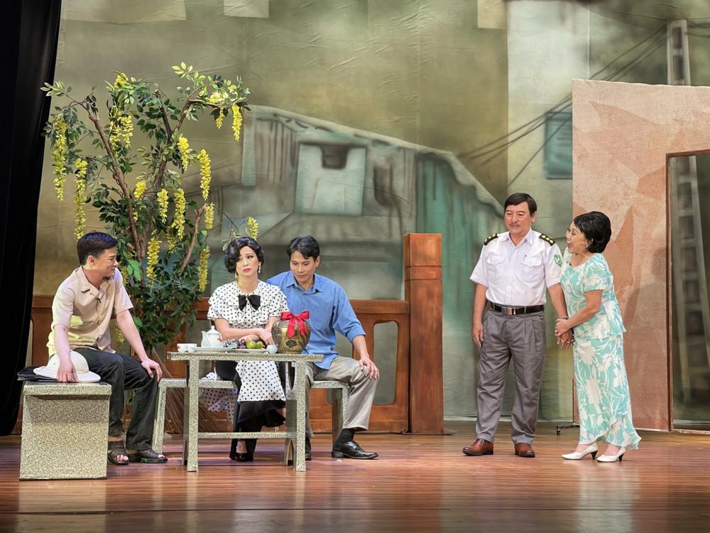 Bạch Hải Đường vẫn đong đầy cảm xúc và chạm vào trái tim người xem  ở sân khấu kịch Hoàng Thái Thanh