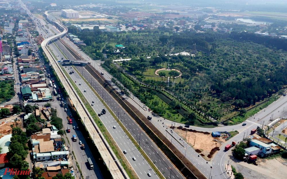 Xa lộ Hà Nội cũng là hướng kết nối chính của bến xe Miền Đông mới sau khi hoạt động. Nếu được cấp thẩm quyền chấp thuận phương án thu phí hoàn vốn dự án, dự kiến thời gian thu phí xa lộ Hà Nội bắt đầu từ ngày 1-4-2021