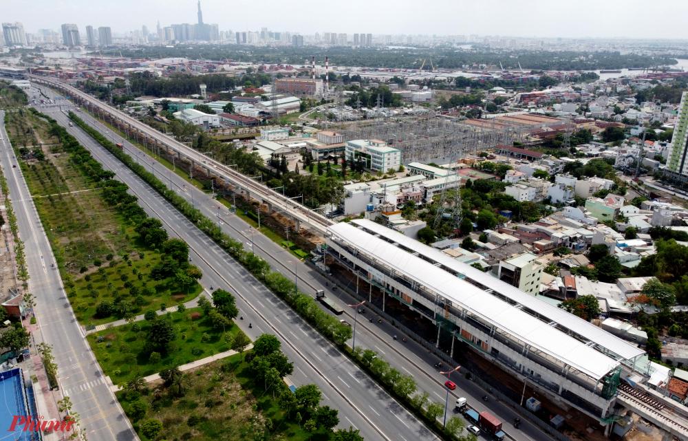 Hiện nay còn một số đoạn đường song hành theo hướng từ ngã ba Tân Vạn đến cầu Sài Gòn vẫn chưa thể hoàn thành vì trùng mặt bằng thi công với một số nhà ga của dự án Metro số 1 Bến Thành - Suối Tiên và dự án Vệ sinh môi trường TP HCM giai đoạn 2.