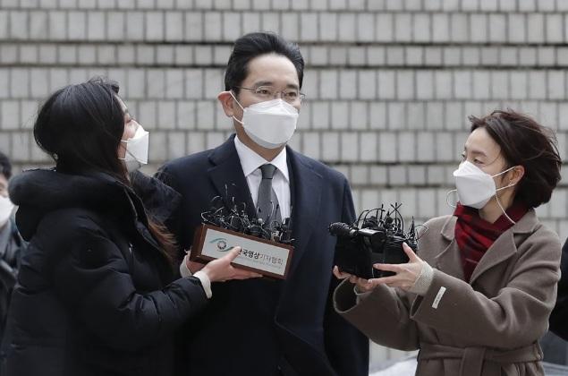 Ông Lee xuất hiện trước phiên tòa ngày 18/1