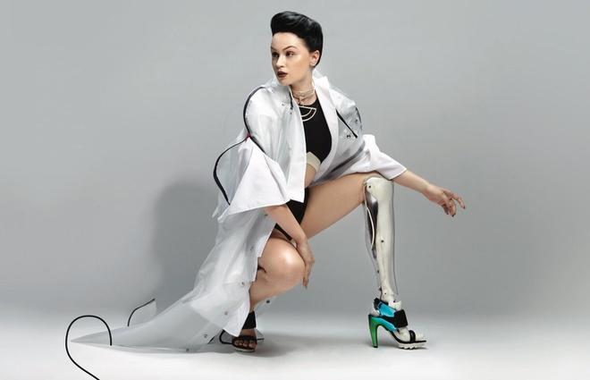 Bên cạnh việc làm người mẫu, Viktoria Modesta còn hát, sáng tác nhạc. Nhiều người lấy cô làm tấm gương để phấn đấu trong cuộc sống. Họ cho rằng Viktoria Modesta đã góp phần thay đổi khái niệm về cái đẹp, đó không chỉ đơn thuần là diện mạo bên ngoài mà còn là nội lực bên trong.
