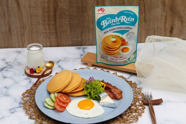 Bánh rán hương vị phô mai dễ dàng kết hợp với thịt xông khói, trứng và rau quả