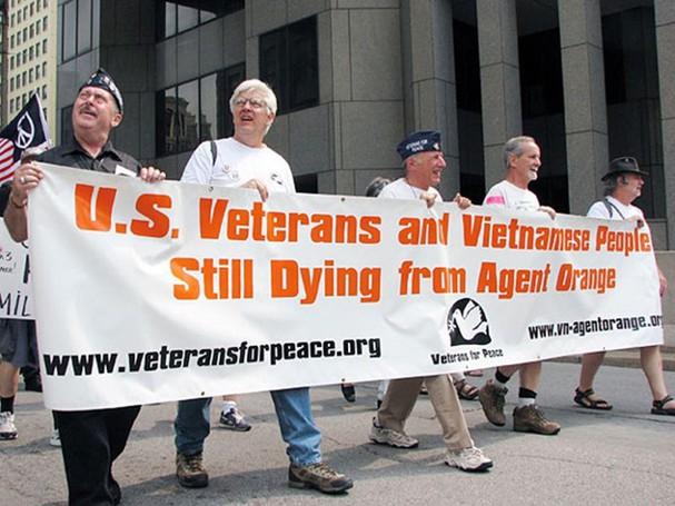 Một cuộc tuần hành của cựu binh Mỹ yêu cầu bồi thường cho nạn nhân chất độc da cam Mỹ lẫn Việt Nam