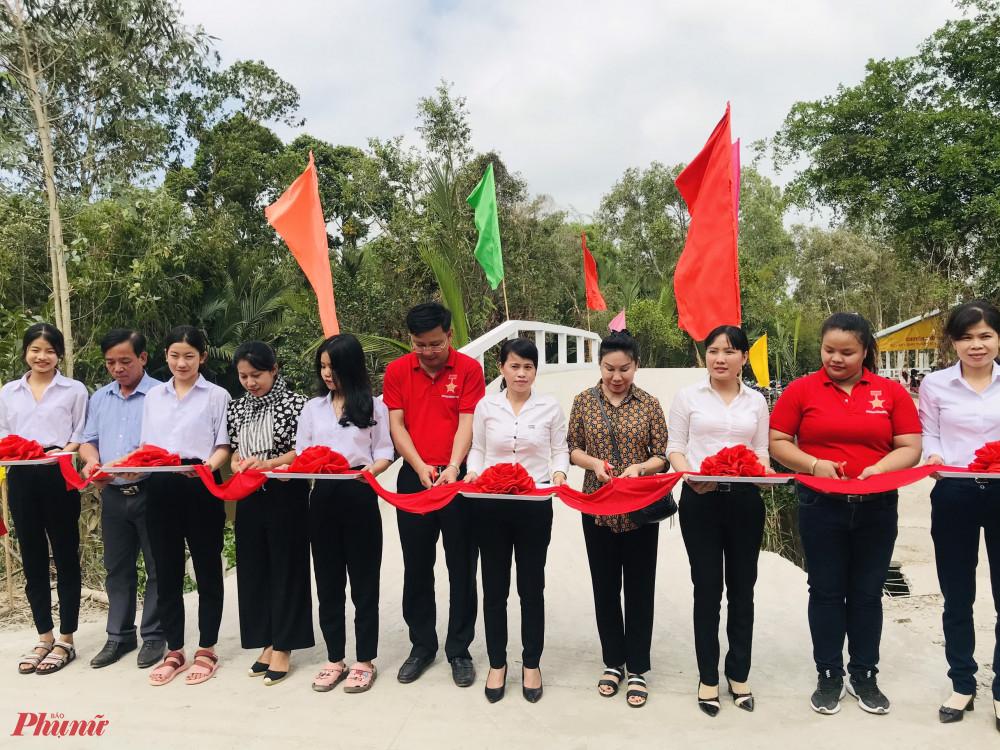 Hội LHPN phường Tân Sơn Nhì khánh thành và trao tặng cầu giao thông cho người dân tại Tỉnh Hậu Giang '