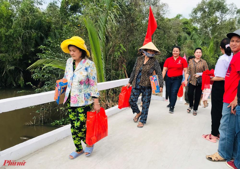Niềm vui của người dân khi có chiếc cầu mới