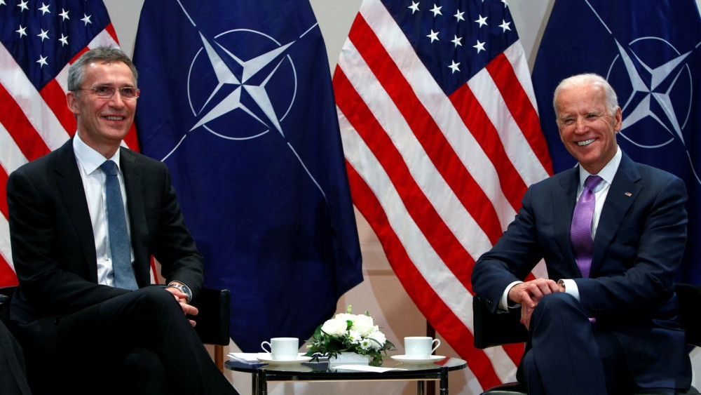Ông Joe Biden - lúc này là phó Tổng thống dưới thời Barack Obama, gặp Tổng thư ký NATO Jens Stoltenberg tại Munich, Đức vào tháng 2/2015
