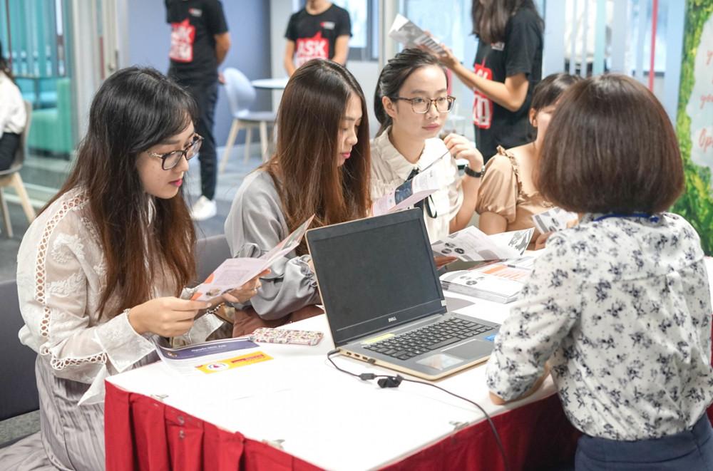 Ứng viên đăng ký tuyển sinh vào Trường đại học RMIT Việt Nam