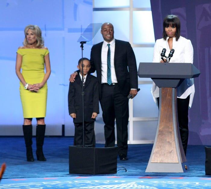 năm 2013, bà Jill góp mặt tại buổi hòa nhạc dành cho trẻ em. Lúc đó, Đệ Nhị phu nhân Mỹ diện chiếc váy lệch vai kết hợp cùng đôi boots da lộn màu đen