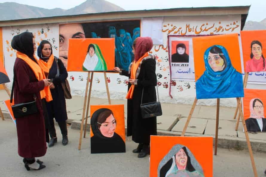 Nhuững hoạt động truyền thông thúc đẩy tiếng nói của phụ nữ đối với nạn bạo hành gia đình đang được tổ chức - Ảnh: Sharif Shayeq/AFP/Getty