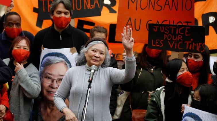 Người dân và các nhà hoạt động xã hội tại Pháp tuần hành ủng hộ bà Nga tại Paris hôm 30/1