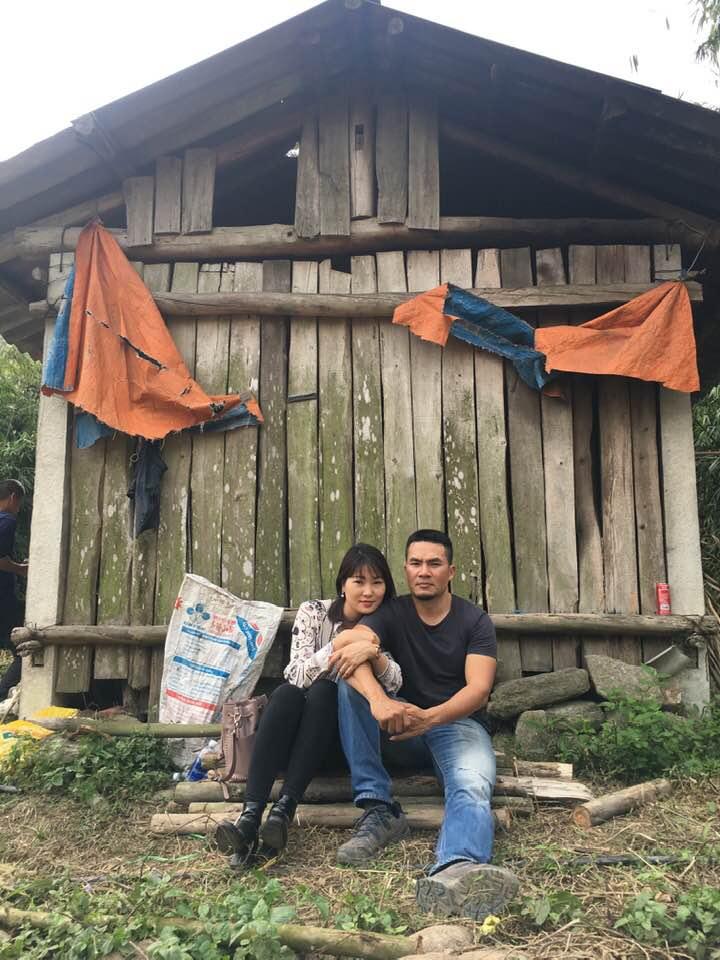 Anh Thắng và vợ, chị Trang trong một chuyến đi phượt