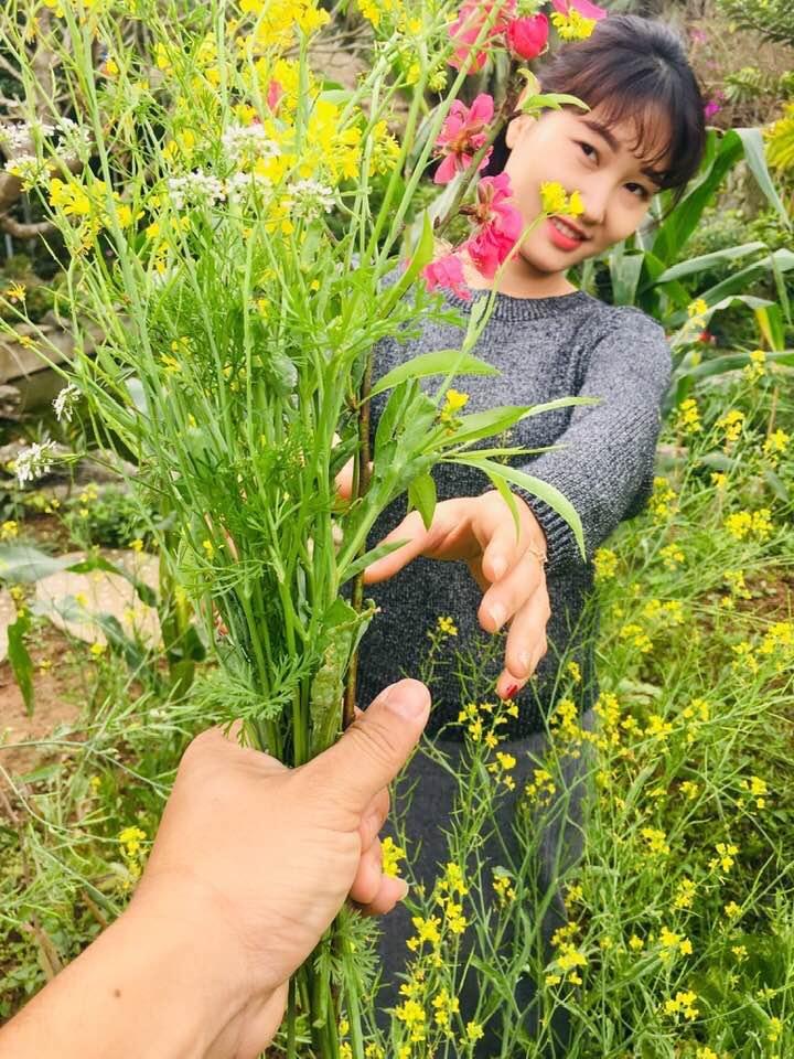 Phút lãng mạn của vợ chồng Thắng, Trang tại vườn nhà
