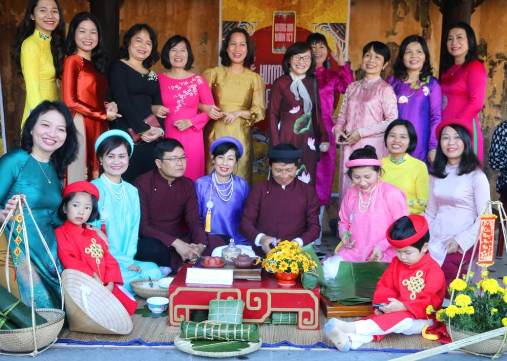Trong cổ sử Việt Nam, tương truyền, vua Hùng Vương thứ sáu muốn tìm người tài kế vị, đã cho vời các hoàng tử lại và truyền rằng sẽ truyền ngôi cho người nào cung tiến được món sản vật thể hiện lòng hiếu đạo để tiến cúng tiên vương