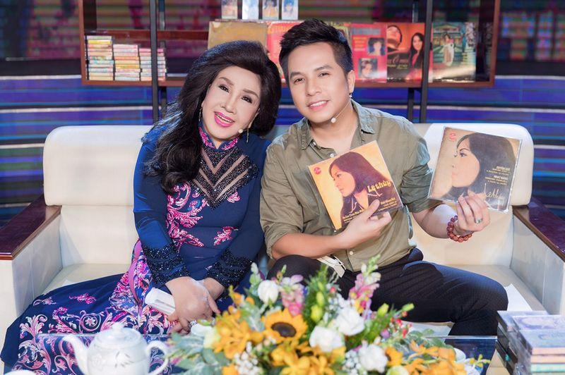 NSND Lệ Thuỷ và con trai - ca sĩ Dương Đình Trí - người hỗ trợ bà thực hiện hồi ký