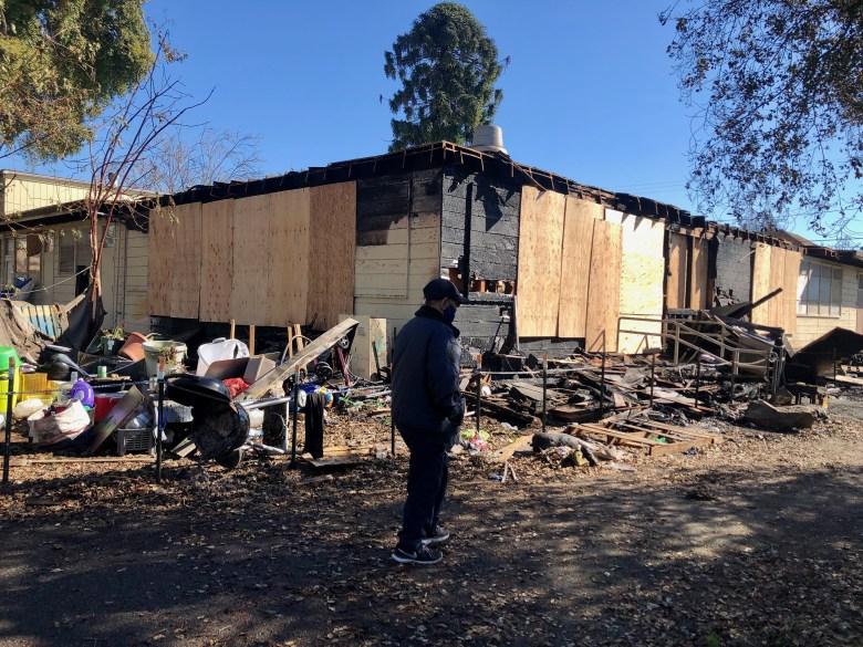 Trung Tâm Cộng Đồng người Mỹ gốc Việt ở Oakland, California, bị cháy hôm 6/2/2021 - Ảnh: Bay Area News Group