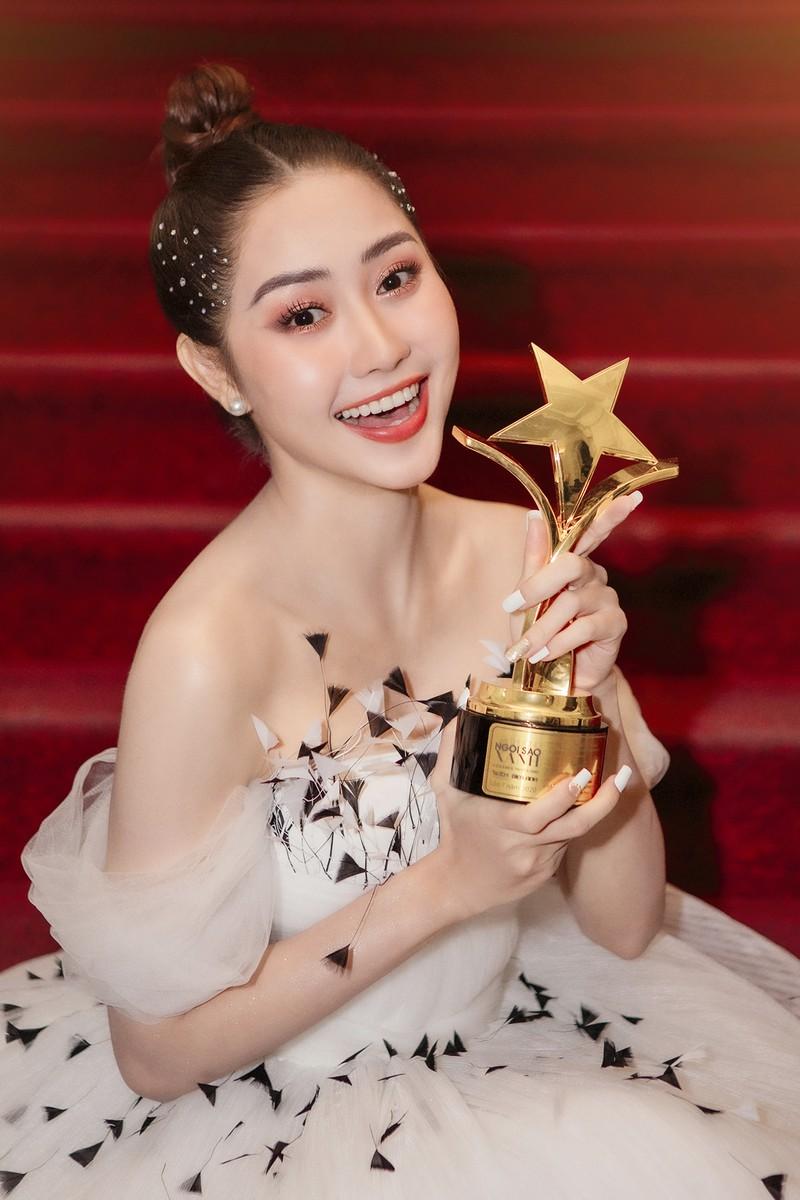 Tường Vi nhận được giải thưởng Nữ diễn viên được yêu thích nhất cho vai diễn Thanh Hà trong phim Bánh mì ông Màu.