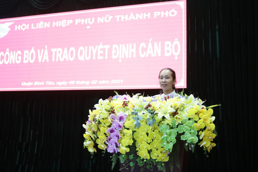 Chị Đinh Thị Hồng Hạnh phát biểu nhận nhiệm vụ mới.