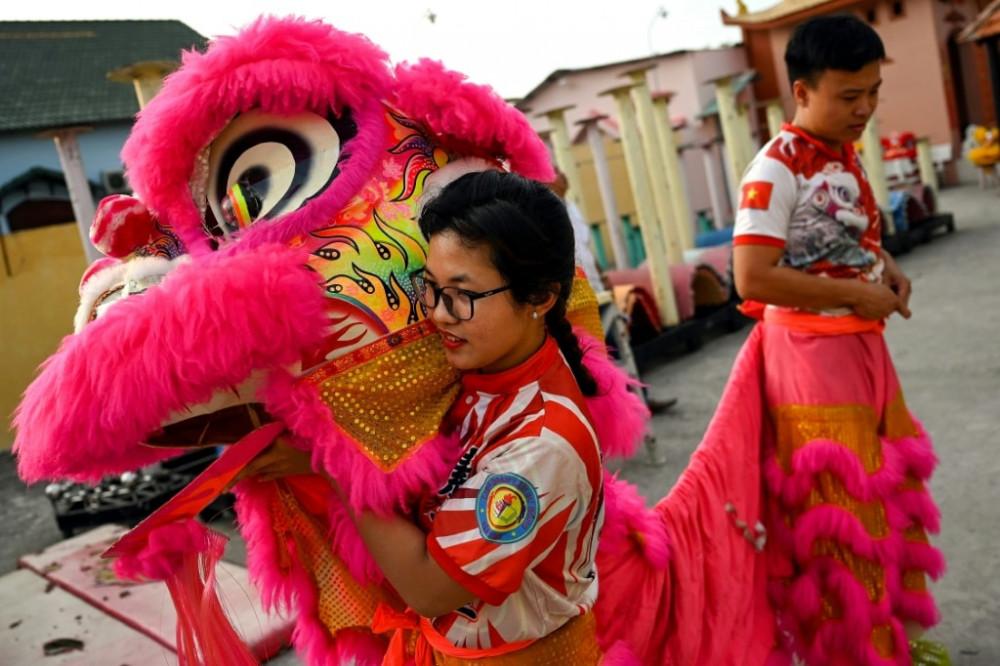 Kỳ lân nữ Lê Yến Quyên đang chuẩn bị cho buổi tập luyện - Ảnh: AFP