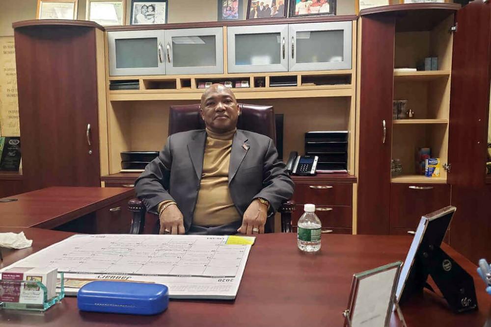 Ông Victor Rivera đã bị 10 phụ nữ buộc tội tấn công hoặc quấy rối tình dụccáo