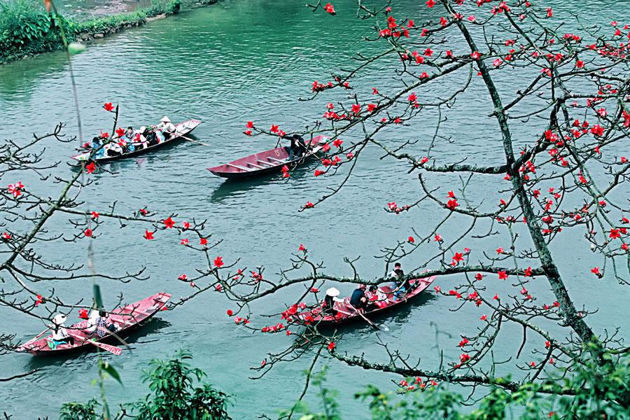 Lễ hội chùa Hương năm nay sẽ không tổ chức. Nhiều lễ hội khác ở các tỉnh, thành cũng đã thông báo dừng để ngăn ngừa dịch bệnh