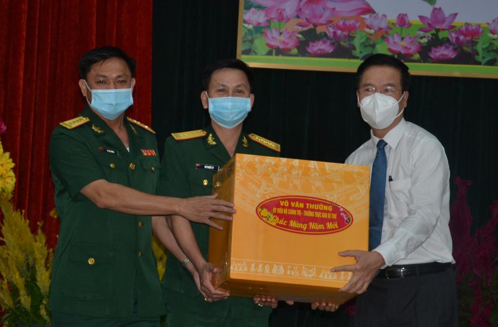 Thường trực Ban Bí thư Võ Văn Thưởng thăm, tặng quà Tết Sư đoàn 9 tại Củ Chi.