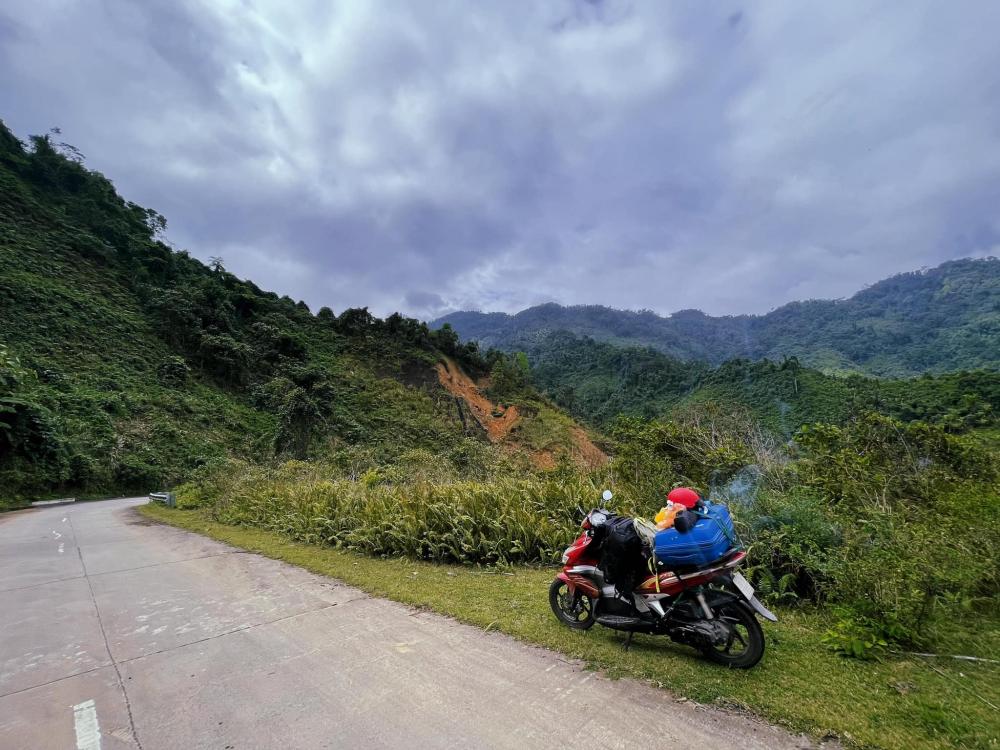 Chiếc xe máy đồng hành trong chuyến xuyên Việt lần này cùng Long.