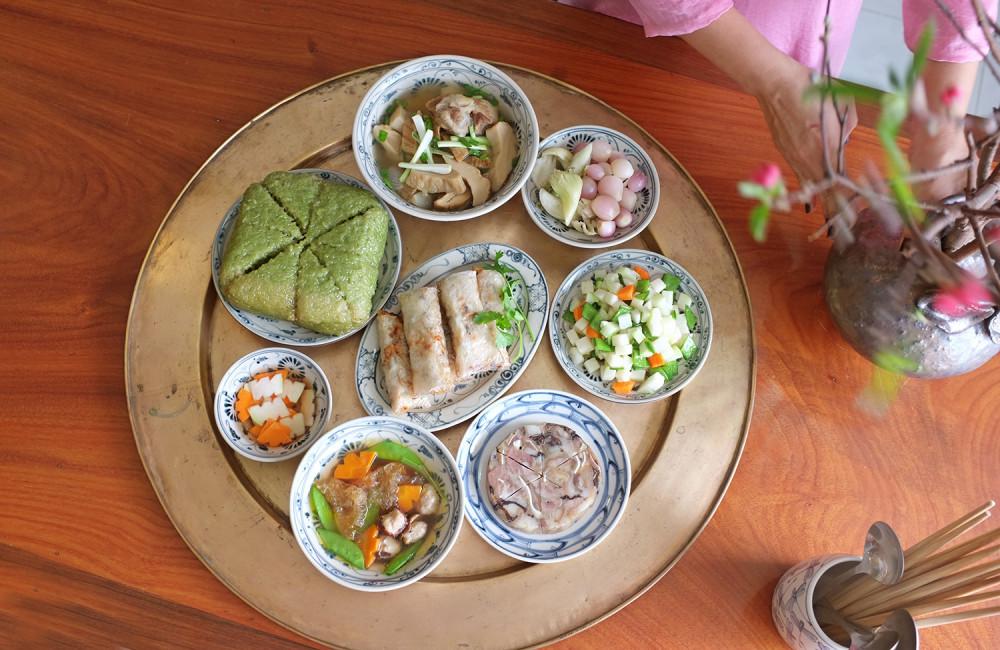 Mâm cơm ngày Tết miền Bắc gồm những món nhiều dinh dưỡng để làm ấm cơ thể.