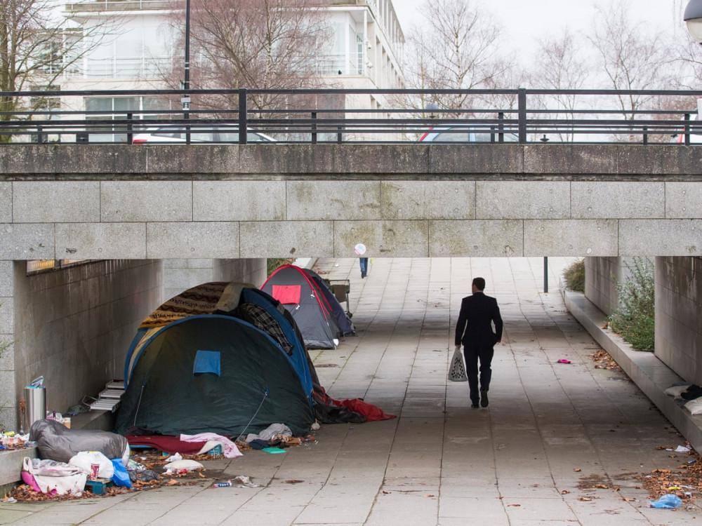 Lều trại của nhóm người vô gia cư trong thị trấn Milton Keynes, tây bắc London. Trước cả cơn đại dịch toàn cầu, vô gia cư đã là thực trạng đáng báo động ở Anh. (Ảnh: TheGuardian)