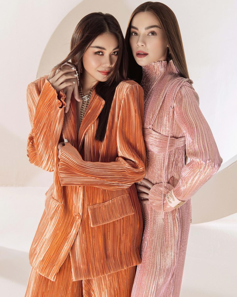 Đầu năm mới, hai người đẹp chọn diện những màu sắc tươi tắn, rực rỡ.