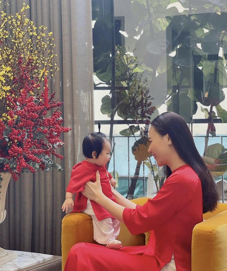 Bé Suchin con gái Cường Đô la và Đàm Thu Trang
