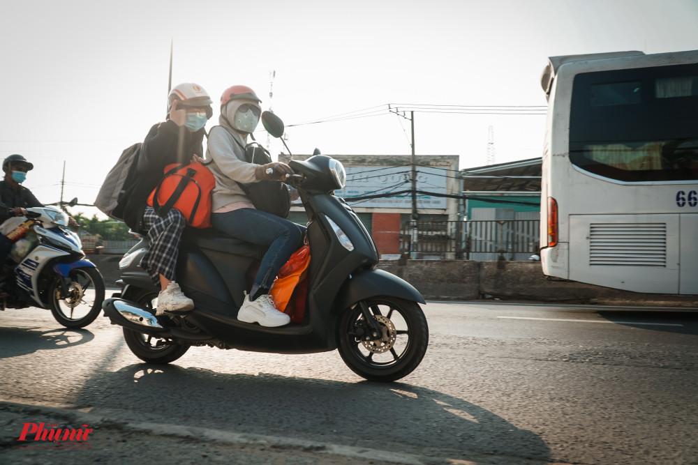 Trở lại TP sớm hơn 1 ngày giúp các phương tiện tránh bị ùn ứ, xe máy lưu thông dễ dàng hơn