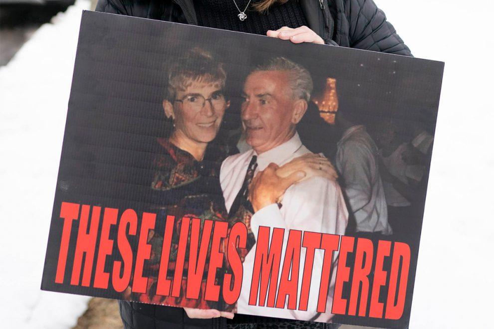 Gia đình các nạn nhân COVID-19 trong viện dưỡng ở New York đòi điều tra thống đốc Cuomo với cáo buộc ông che giấu số người chết thực sự