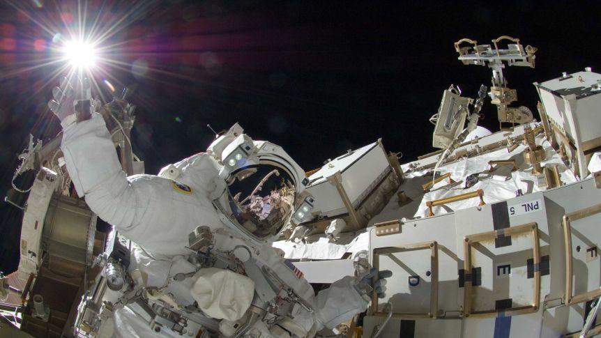 Phụ nữ và người khuyết tật là những ứng viên mà ESA khuyến khích nộp hồ sơ ứng tuyển để trở thành phi hành gia - Ảnh: NASA