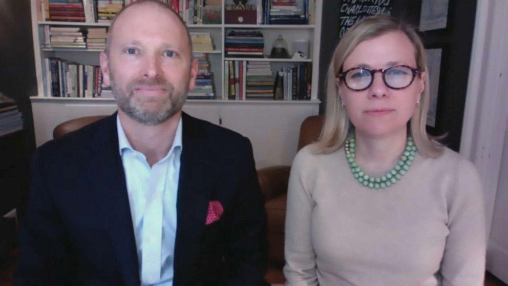 Corey và Jennifer Feist nói chuyện với ABC News về chị gái của Jennifer, tiến sĩ Lorna Breen, đã chết do tự sát gần đầu thời gian đại dịch ở Mỹ - Ảnh: ABC News