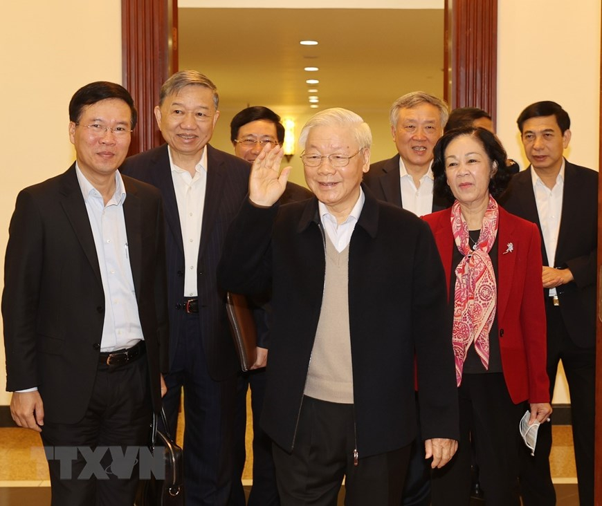 Tổng Bí thư, Chủ tịch nước Nguyễn Phú Trọng và các đồng chí Bộ Chính trị, Ban Bí thư đến dự phiên họp. Ảnh: TTXVN