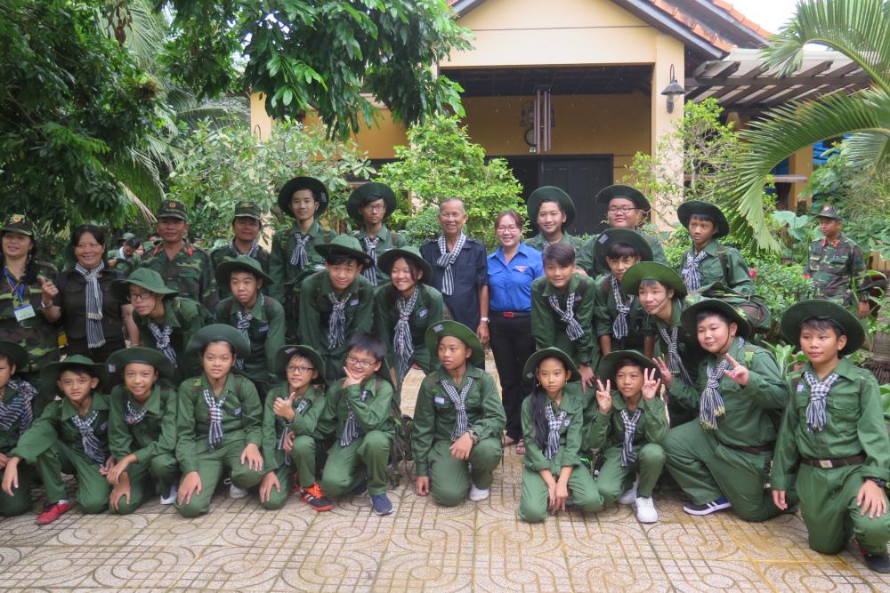 Hoc vien Hoc ky quan doi den nha ong Hai Nghia thang 6-2017