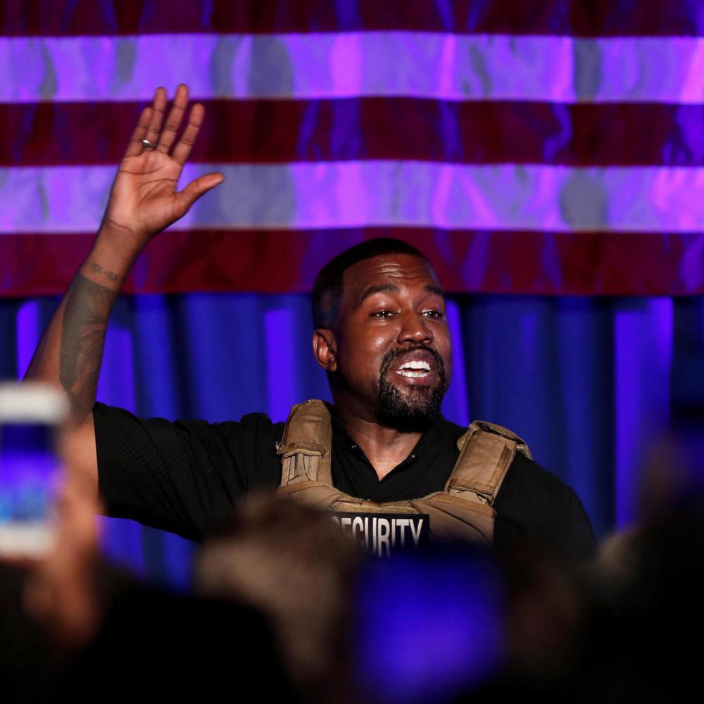 Kanye West trong buổi tranh cử Tổng thống đầu tiên không làm chủ được cảm xúc, nói chuyện vòng vo, mất kiểm soát.