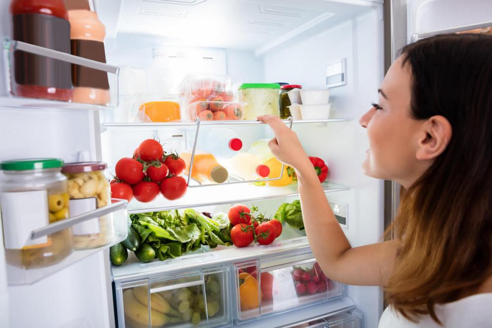 Lành xả tủ lạnh, phân loại thực phẩm, chia ô cất giữ. Ảnh minh họa