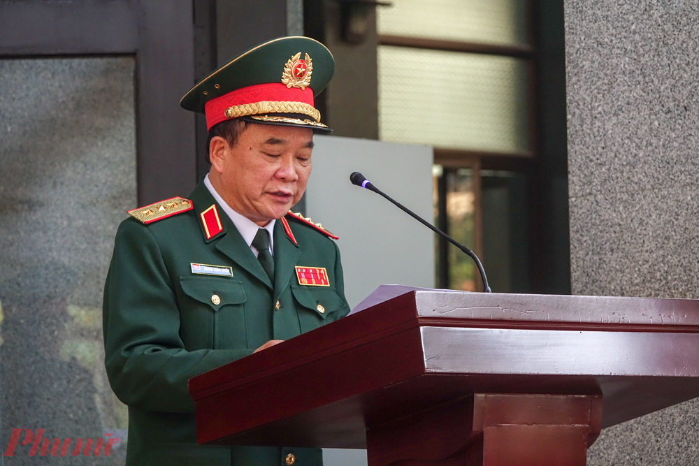 Thứ trưởng Bộ Quốc Phòng Hoàng Xuân chiến đọc điếu văn trước lễ viếng.