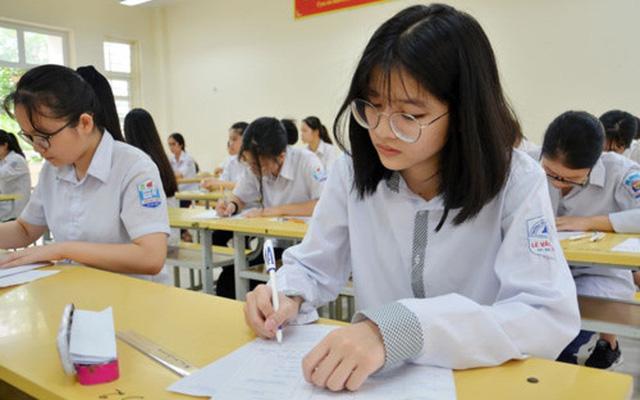 Quy định mới về tuyển sinh lớp 10 của Hà Nội khiến không ít học sinh lo lắng