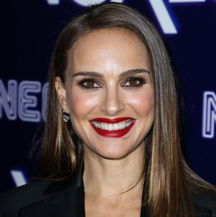 """8. Natalie Portman (90,51 điểm): Theo Tiến sĩ Julian De Silva, vùng lông mày của Natalie khiến cô ấy thất vọng. Bác sĩ phẫu thuật cho biết: """"Natalie có đôi mắt định vị hoàn hảo nhưng lại bị điểm số thấp cho vùng lông mày của cô ấy"""