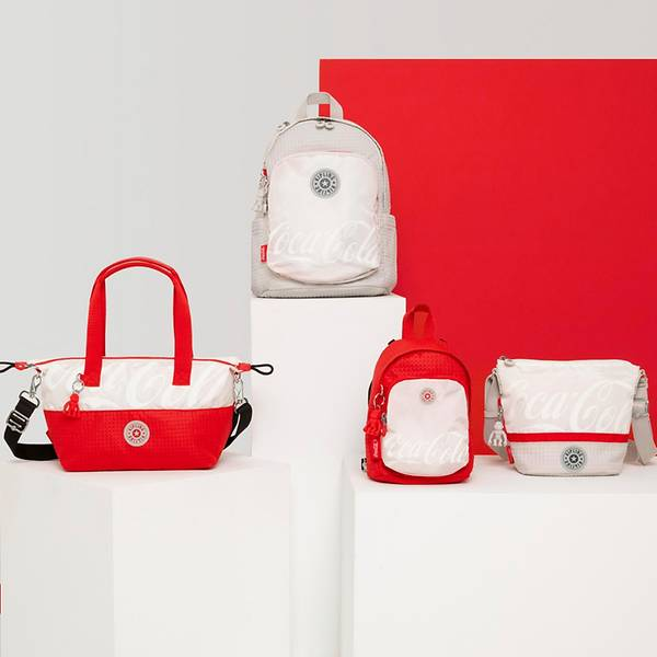 Những mẫu sản phẩm chủ đạo trong bộ sưu tập túi Kipling x Coca-cola.
