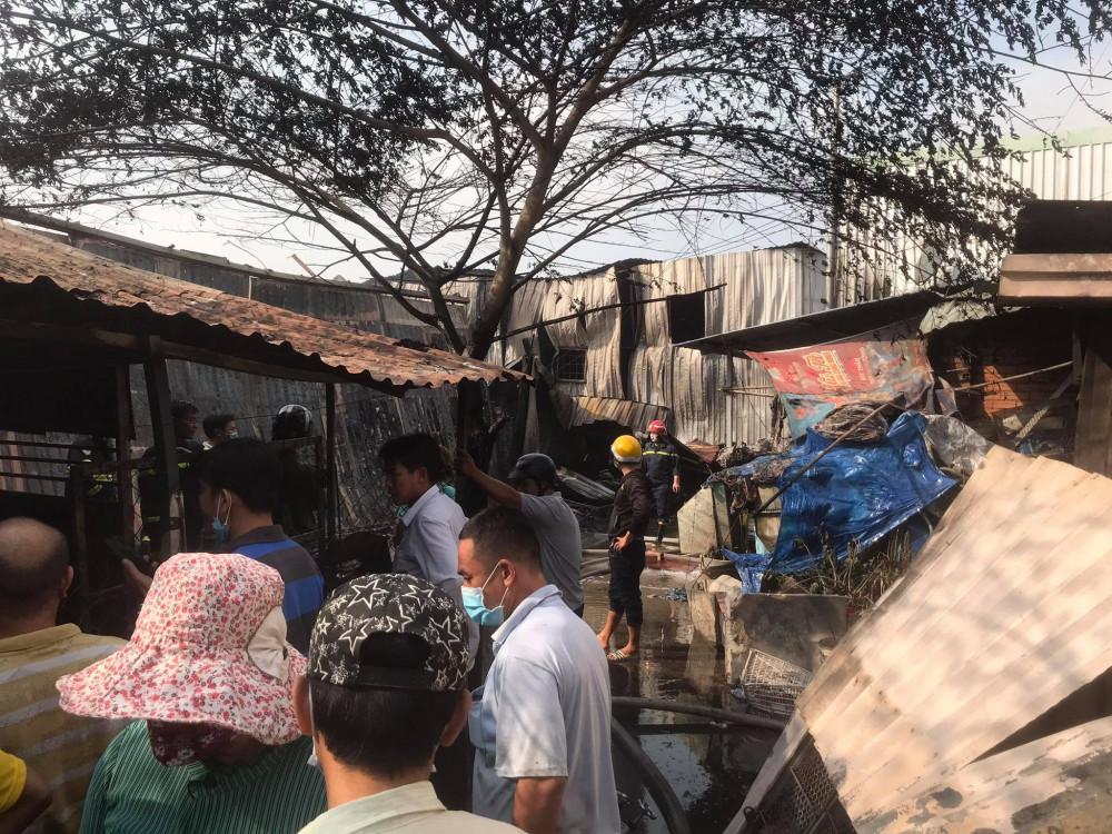 Vụ cháy khiến cả khu phố hoang mang