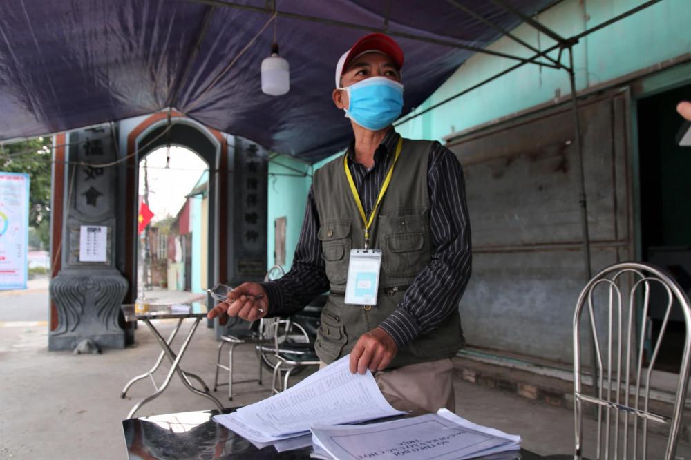 Ông Nguyễn Quang Huy (Bí thư chi bộ thôn Thu Lãng), tổ trưởng tổ COVID-19 cộng đồng thôn Thu Lãng.