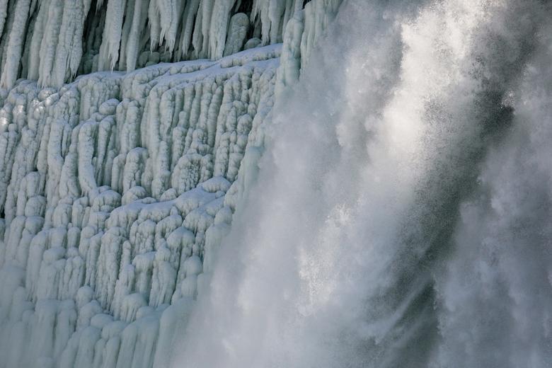 Tại thác Horseshoe cũng từng xảy ra chuyện li kỳ. Năm 1960, một cậu bé 5 tuổi tên Roger Woodward đã sống sót khi rơi từ trên đỉnh thác